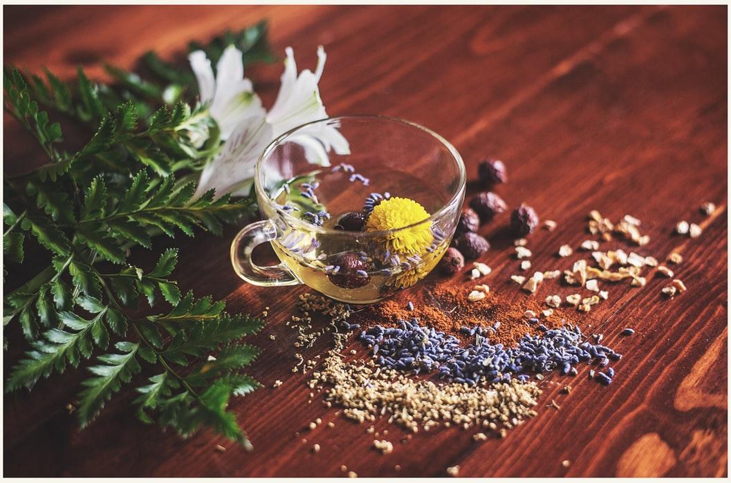 Trà hoa cúc đảm bảo một giấc ngủ sâu và ngon giấc, ngoài ra còn điều hòa lượng đường trong máu, hỗ trợ giảm cân.