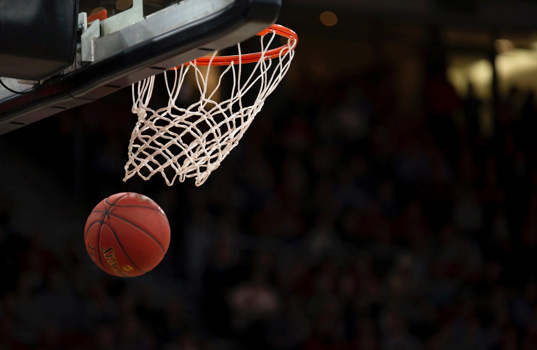 Bóng rổ luôn được biết đến là một môn thể thao giúp tăng chiều cao vượt trội.